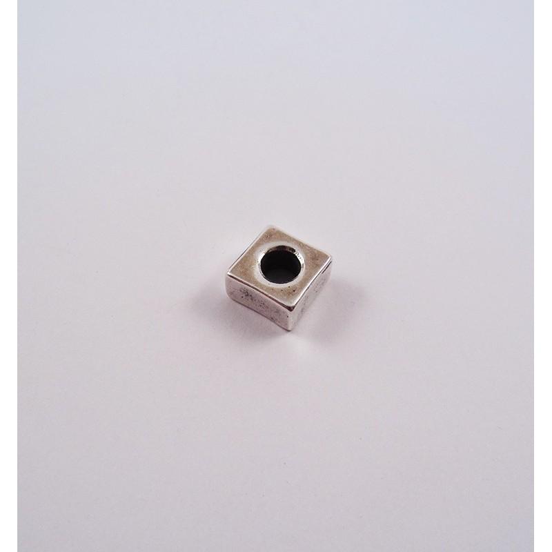 Adorno para cordón 76001-05 pase 5 mm.