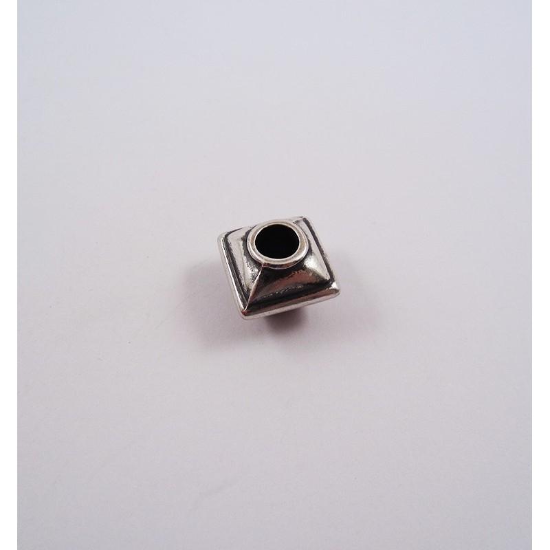 Adorno para cordón 6713-00 pase 6 mm.
